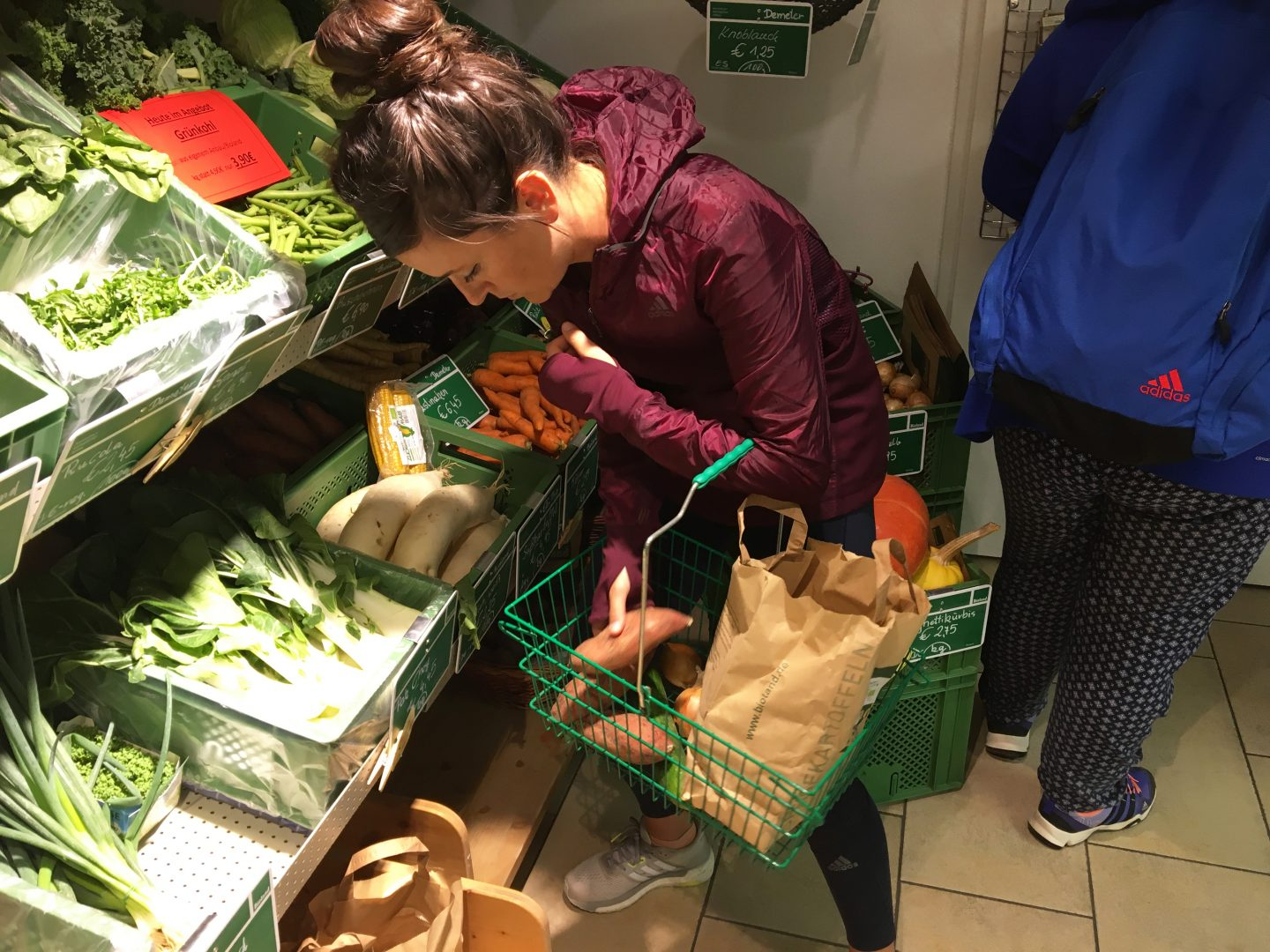 A woman is putting different vegetables in her shopping bag in a supermarket. employees, sustainability, learning, purpose, career advice, GamePlan A