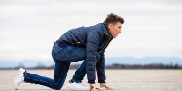 Man in starting position for a sprint, Florian Gschwandtner, Runtastic, Athleisure, Fashion, Business life, Work life, Start-Up