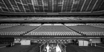 athlete-in-empty-arena-focusing-the-how-of-mental-strength