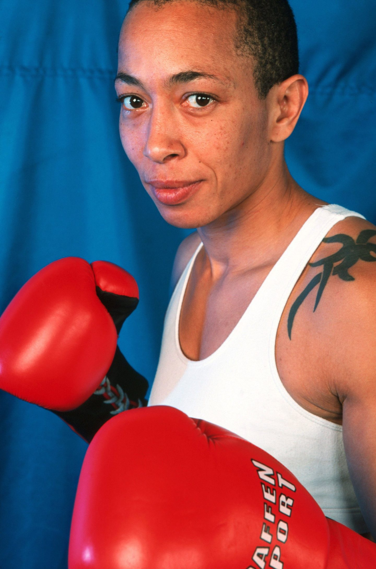 michele-aboro-boxing-portrait-colour-red-gloves