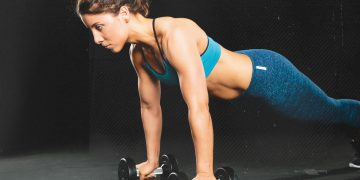 Women-Pushups-Weights-Focus-Blue-Outfit