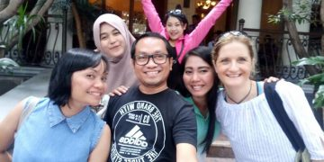 intercultural exchange friends asia group