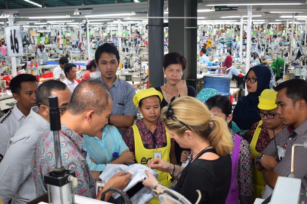 factory teamwork asia explaining